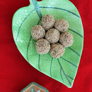 Date Walnut Balls / Ladoos! Recipe