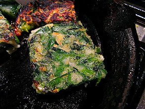 Photo: pan-frying steamed mixed chive cake
