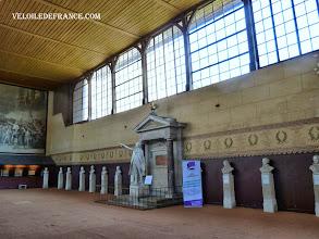 Photo: La salle du Jeu de Paume, un autre endroit où étaient rassemblés les Etats Généraux en 1789 - e-guide balade à vélo de Meudon au Château de Versailles par veloiledefrance.com
