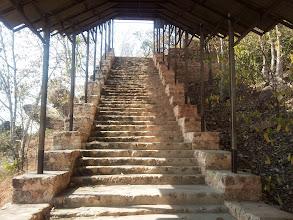 Photo: Na vrch se dá dostat několika cestami, nápříklad po těchto schodech,...