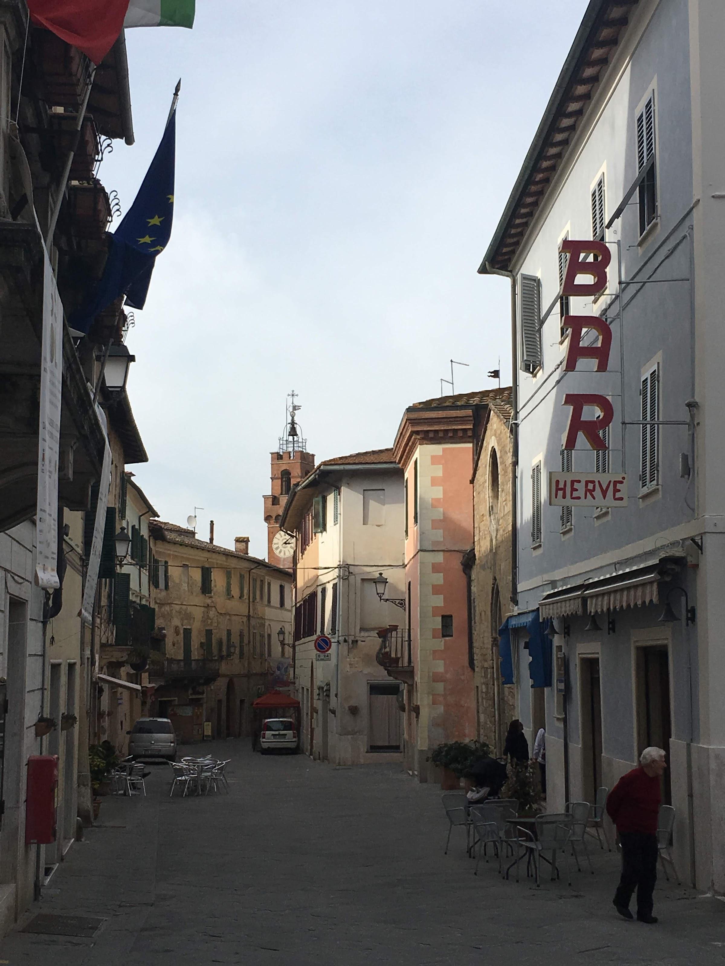 Bar Hervé, het kloppend hart van Asciano