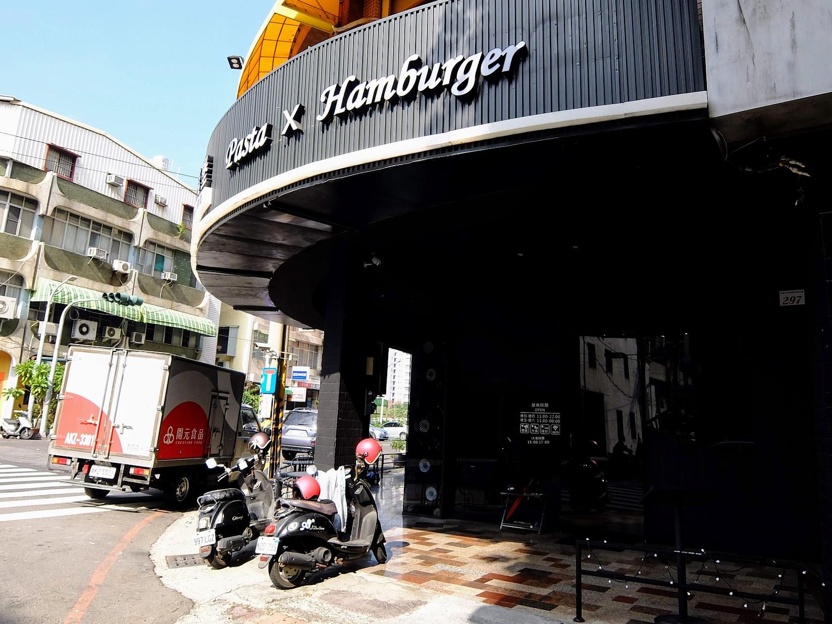 布雷克漢堡,裝潢還真的以black為主題XD
