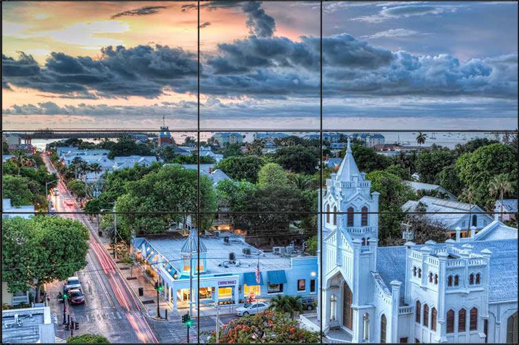 Exemplo da regra do tercao com foto de uma cidade com nuvens