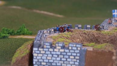 Photo: Artiglieria francese sulla mura della città.Miniature Baccus, materiale scenico autocostruito.