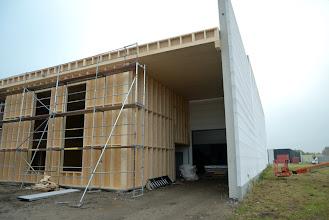 Photo: 12-11-2012 © ervanofoto In de doorgang naar het magazijn is de stelling al verwijderd.
