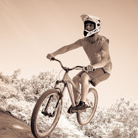by Guy Henderson - Sports & Fitness Cycling (  )