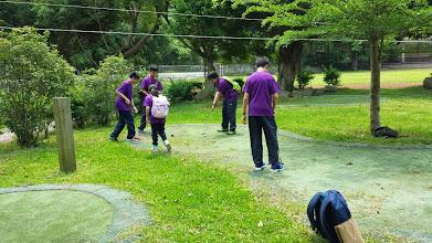 Photo: School Visit - 至善國中: Playing Golf