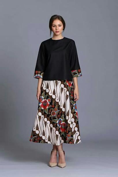 rok flared motif batik