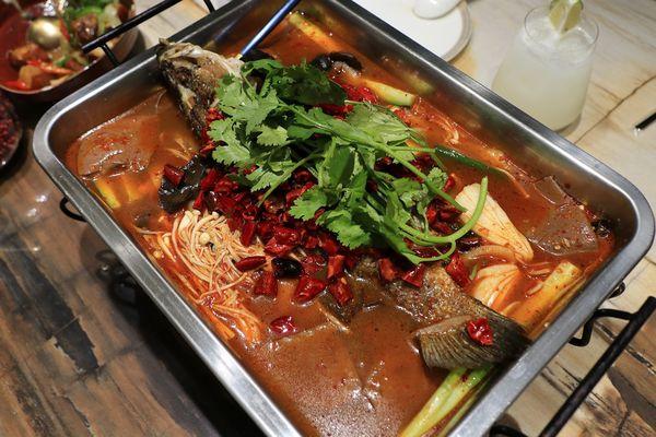 『有你真好 湘菜沙龍』~時尚用餐氛圍跳脫傳統,嗆辣道地湘菜讓味蕾大滿足,辣度可調整,有供蛋奶素。