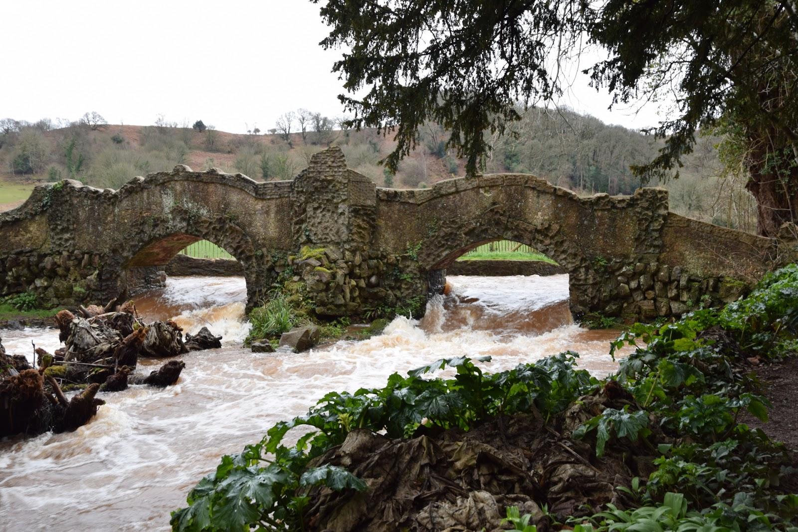 """(<img alt=""""dunster castle bridge"""">)"""