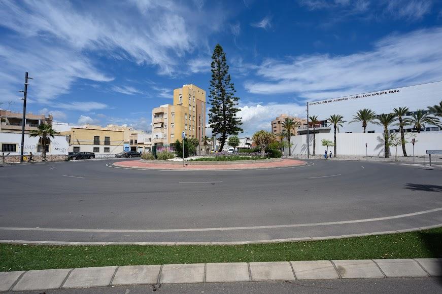 La movilidad entre Barrio Alto y la Carretera de Níjar ha cambiado gracias a la generación de una rotonda