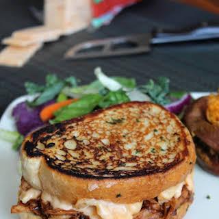 THE MEMPHO (GRILLED BBQ MAC & CHEESE SANDWICH).