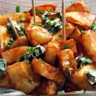 Fried potatoes with Cabrales sauce and fresh Cabrales blue cheese