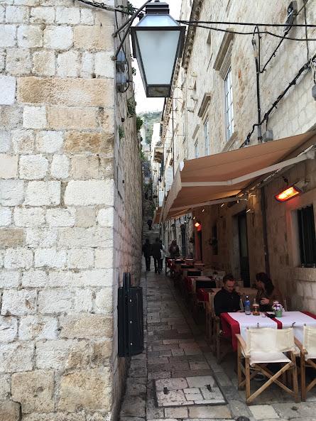 ドゥブロヴニク旧市街 路地裏への入り口