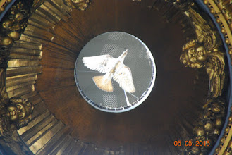 Photo: Fredsduen i toppen av kuppelen