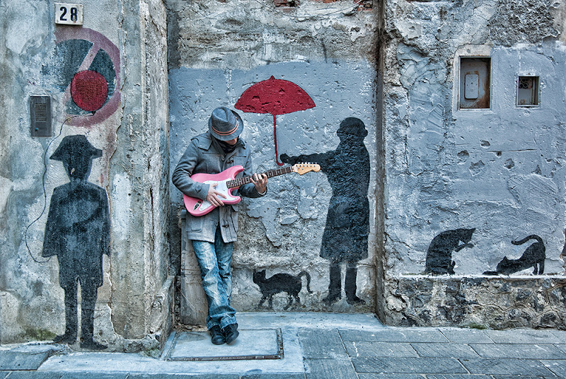 the concert whit a pink guitar di Zerosedici
