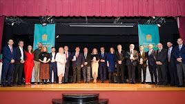 Los premiados posan con sus galardones en Alhama de Almería.