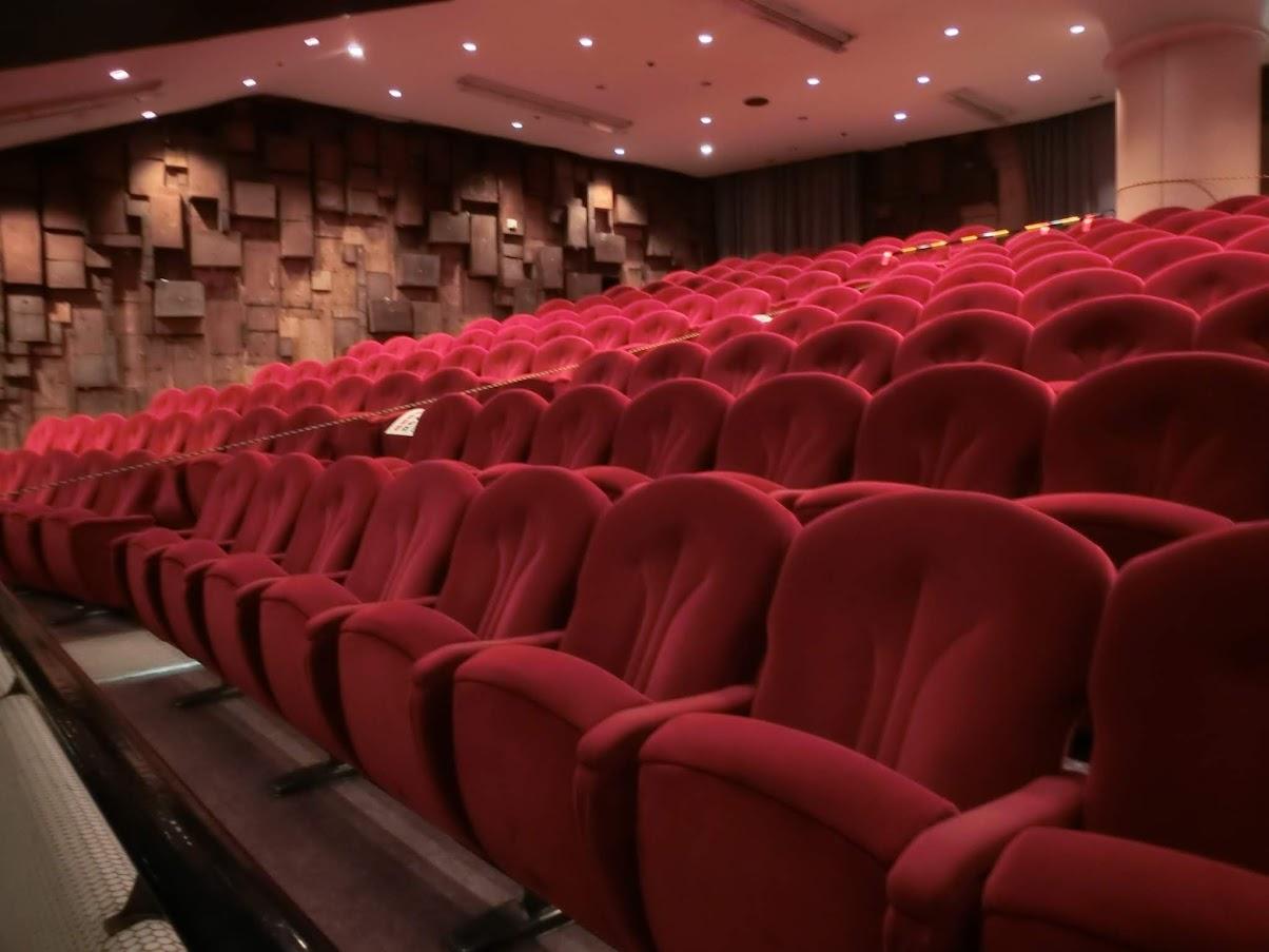中日劇場の座席