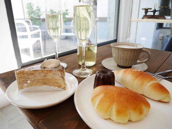 蜜柑法式甜點麵包,賦予老宅新生的甜點店。品項選擇多有千層蛋糕生乳卷法式甜點還有麵包。適合姊妹淘來度過下午茶時光