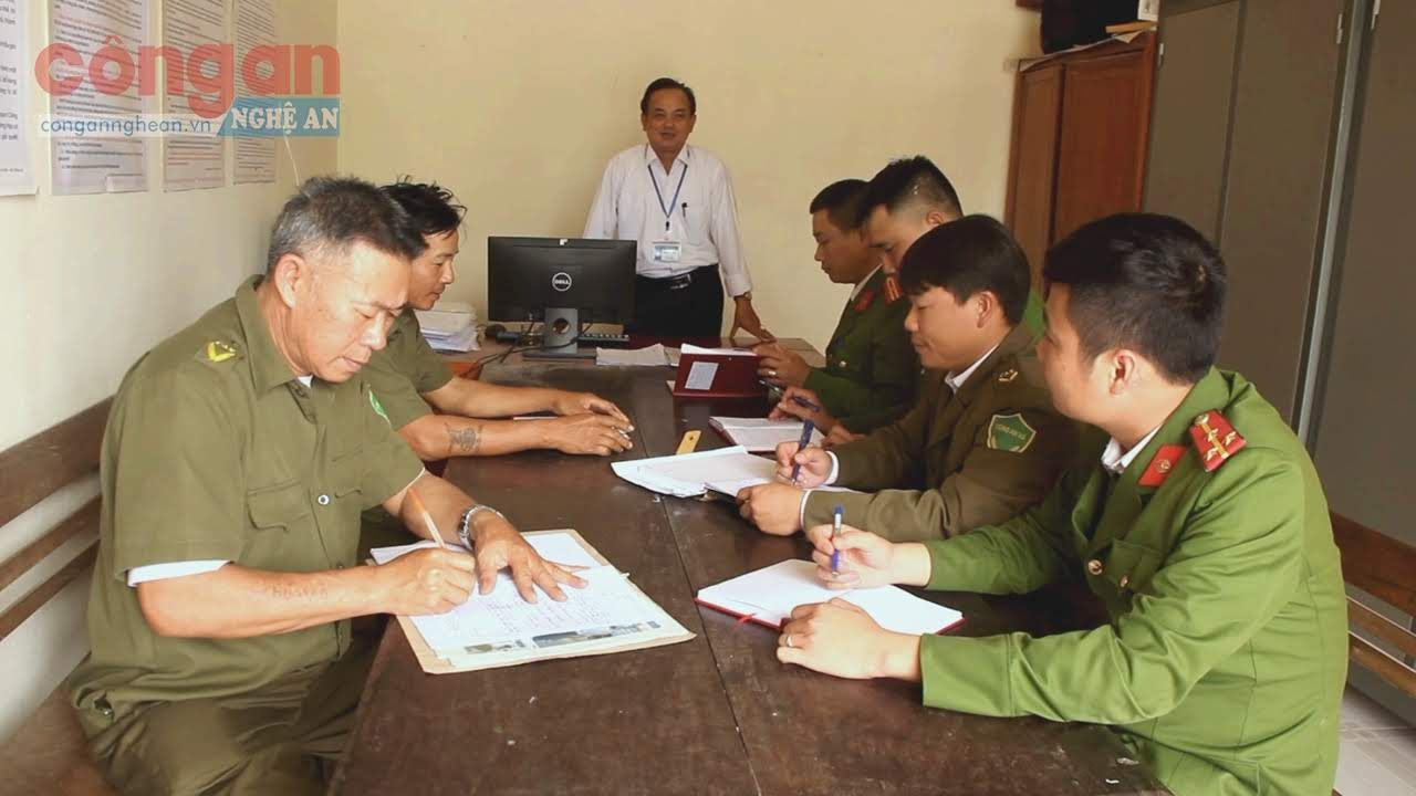Ông Hồ Ngọc Tăng – Chủ tịch UBND nắm bắt các thông tin về ANTT qua ban Công an xã để kịp thời có những giải pháp xử lý các tình huống phức tạp xảy ra.