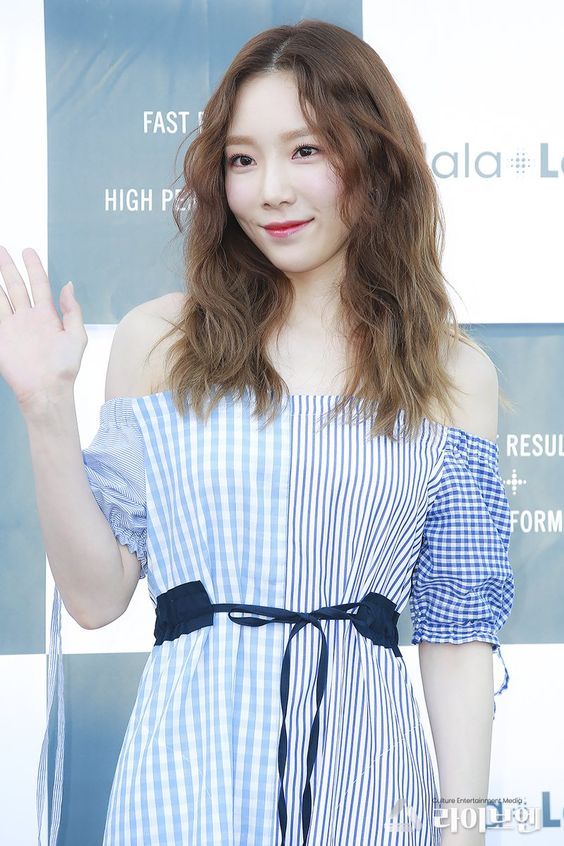 taeyeon shoulder 7