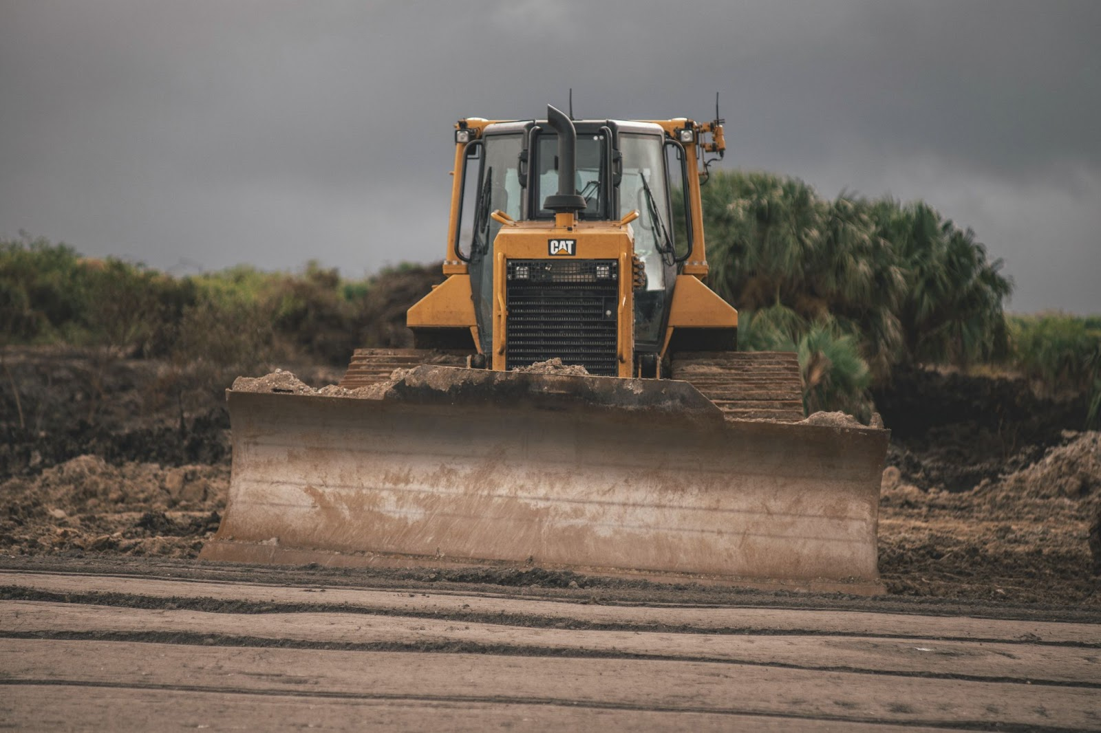 African cars carrier spécialiste des engins lourds et camions au togo comme les bulldozer
