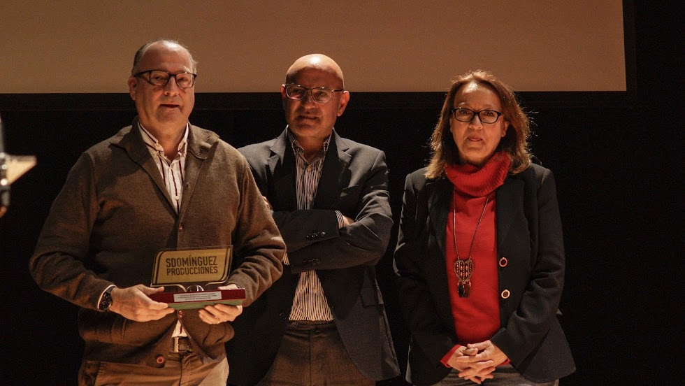 Comendador, con Lao, director del Diario de Almería, y Antonia Sánchez Villanueva, subdirectora de LA VOZ.