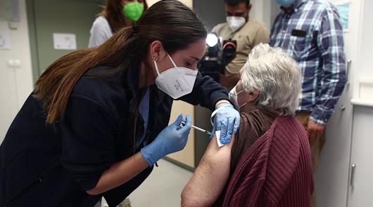 Los mayores de las residencias recibirán una tercera dosis de la vacuna