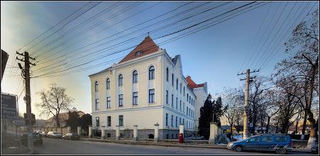 Photo: Str. Dr. Ioan Ratiu, Nr.111 - Colegiul Mihai Viteazul,  exterior - 2017.01.26