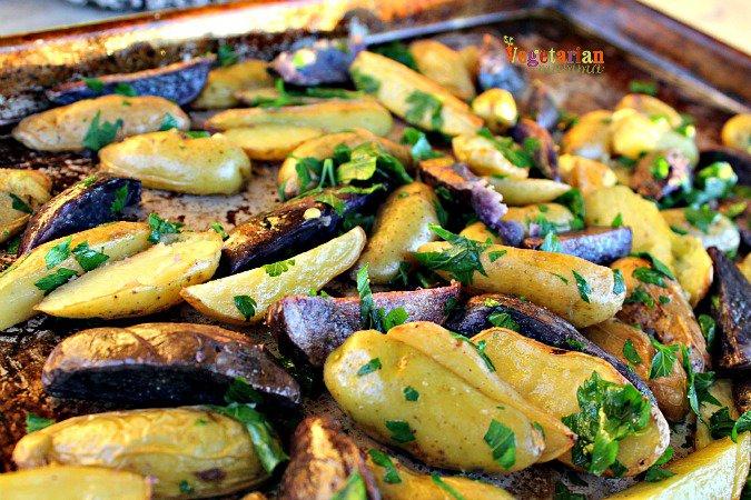 Garlic Herb Roasted Potatoes Recipe | Yummly