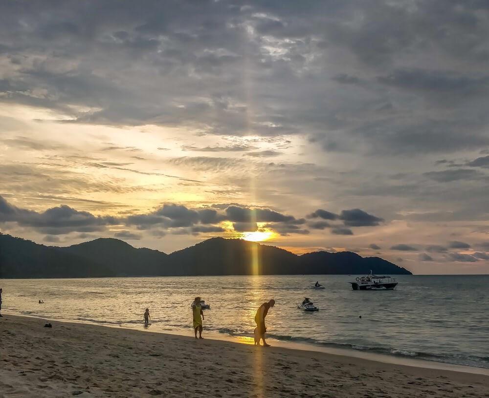 malaysia batu ferringhi beach penang