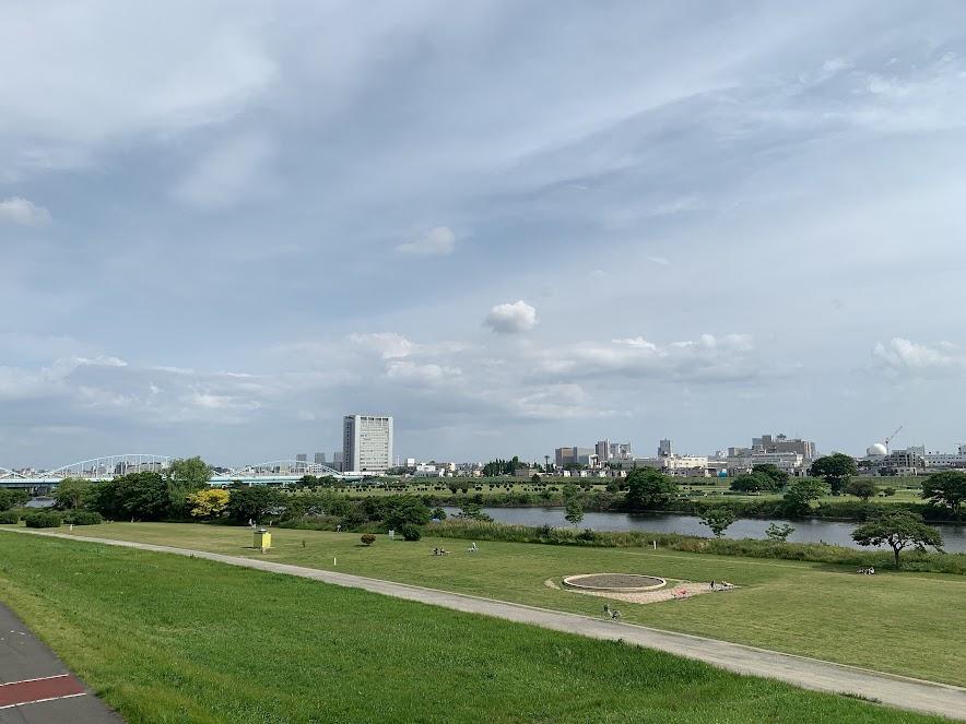 多摩川堤防