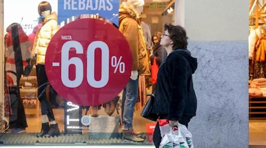 Comercio aclara que no prohíbe las rebajas físicas, sino las aglomeraciones