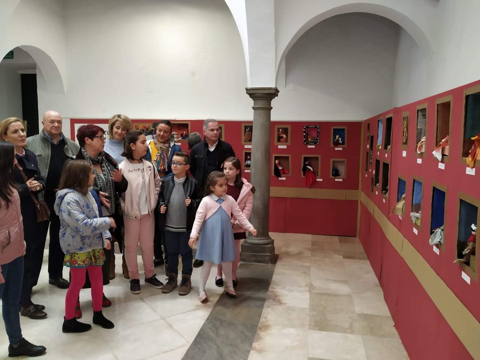 Inaugurada la muestra de trabajo sobre el Barroco realizado por los niños del taller de verano