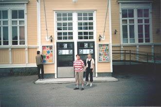 Photo: Irina ja Nataliya tekivät töitä keittiössä ja juhlan aikana Irina otti valokuvia. Azad Hasanov, Arsen Cheburkayev ja Gerald Porter tekivät järjestelytöitä.