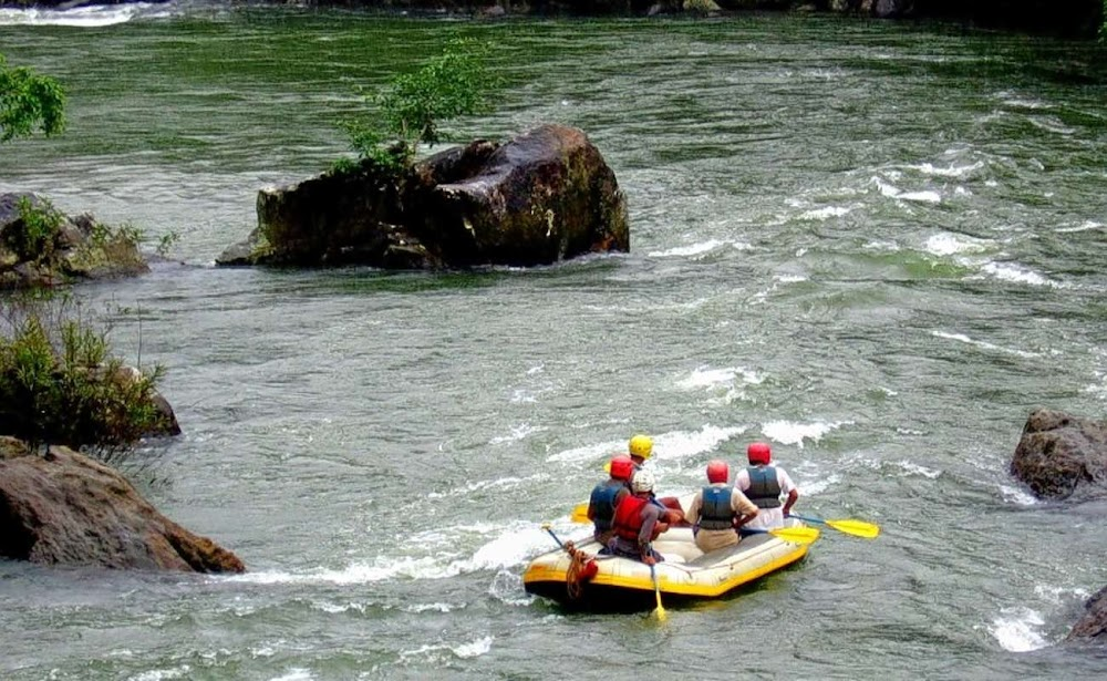 best-thrilling-activities-india-barapole-river-rafting_image