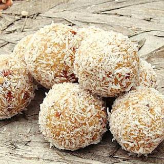 Ferrero Raffaello Coconut Candy Balls.