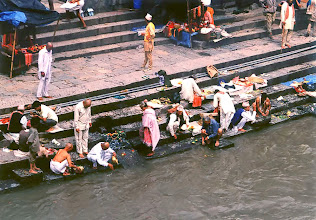 Photo: Katmandu - Pashupati Nath, święta rzeka Bagmati / The holy river Bagmati
