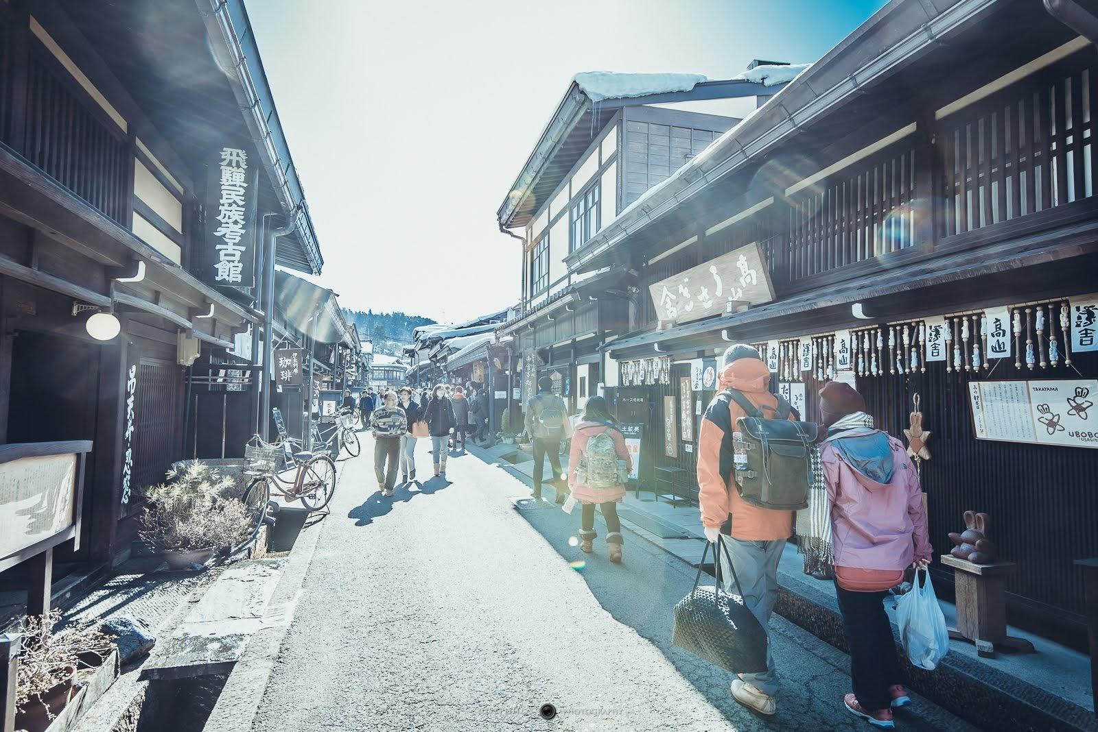 即便是一早的上三之町還是充滿許多遊客,都不知道人從哪裡來的。