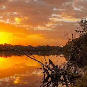 Sunset On The River by Thomas Jones - Landscapes Sunsets & Sunrises ( minnesota, mississippi river, sunset, thomas a. jones, infinity prime photography, river )