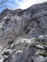 Photo: stijena iznad puta