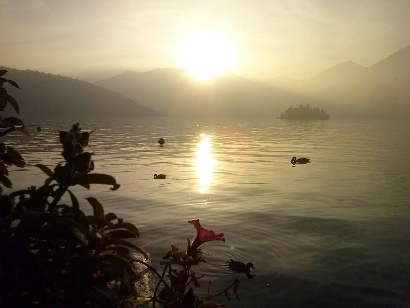 Tra poco anche il lago dormirà. Respiro la sua pace! di Nicca