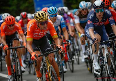 """Van Avermaet komt ten val door slechte staat van de weg: """"Ben in een grote put gereden en mijn fiets brak"""""""