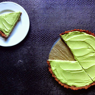 Healthy Key Lime Pie With Chocolate Crust [Vegan]