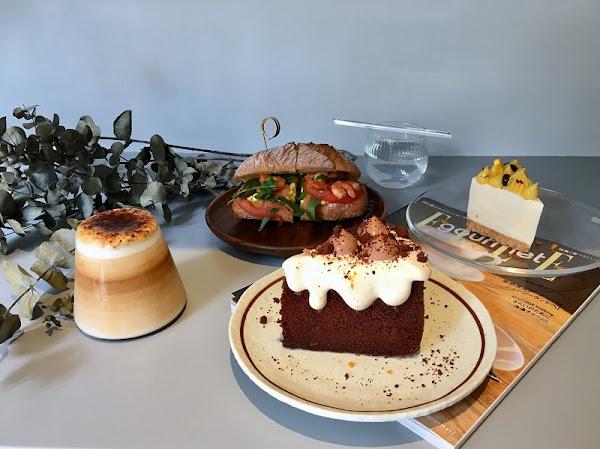 弎祿_伯爵巧克力戚風蛋糕讓人為之瘋狂_軟嫩的厚蛋、鮮美的小蝦搭配外酥內軟的麵包很優秀