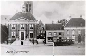 Photo: 1930 Haagsemarkt zonder gedenknaald (de tramrails en rechts een stadsbus met Hero-reclame)
