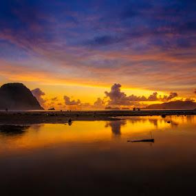 Pulau Merah by Alfon Adalah Klepon - Landscapes Sunsets & Sunrises ( banyuwangi, red island, sunset, pulau merah, surfing beach, beach,  )