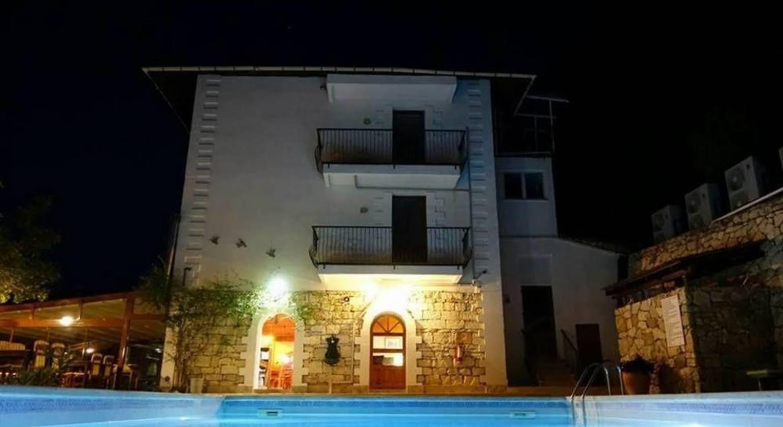 Maviay Hotel