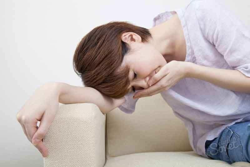 Tràn khí màng phổi có thể gây đau ngực nặng hơn khi ho. (Ảnh qua Sovet)