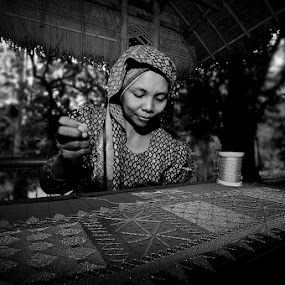 Weaver by Dian Anugrah - News & Events World Events